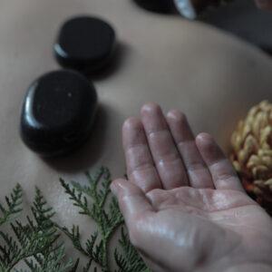 Masaż gorącymi kamieniami w Verde Massage & Beauty masaż w Krakowie rynek w Krakowie u Bracka